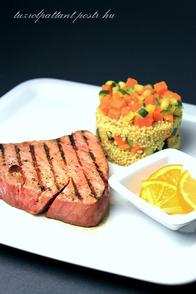kép eredete:http://tuzrolpattant.reblog.hu/grillezett-voros-tonhal-steak-cukkinis-sutotokos--meyer-citrom